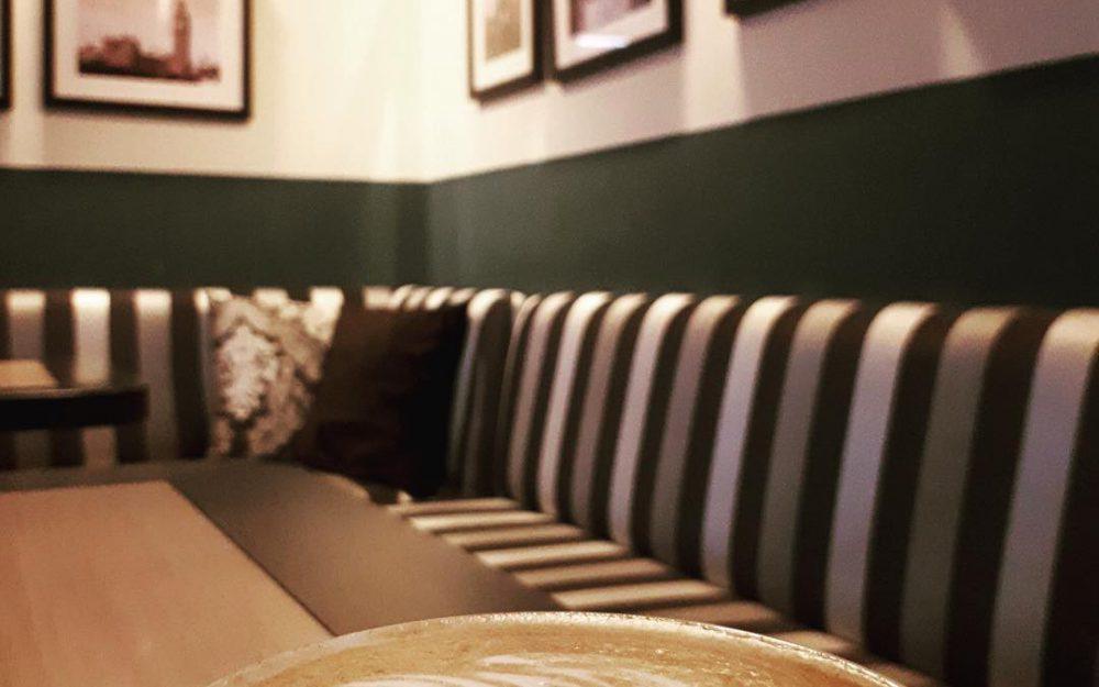 Мебель Denils 1 для кафе 11:11